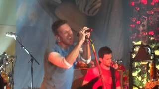 Coldplay - Hymn For The Weekend - Live ( A Head Full Of Dreams)