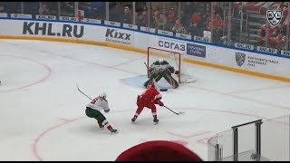 Фото Ansel Galimov Uses Air Mail To Score Clutch Goal