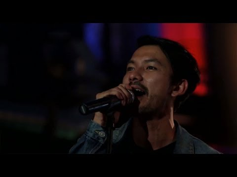The Fly Feat. Rio Dewanto - Indah Pada Waktunya (Live at Music Everywhere) **