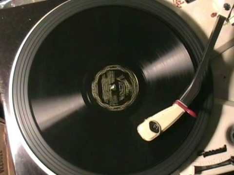 Клип Bing Crosby - I Surrender Dear