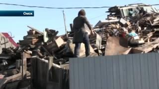 В Омске мама с сыном превратили свой дом в свинарник и свалку для мусора