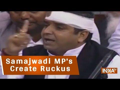 Samajwadi MP's Create Ruckus Over Akhilesh Yadav Being Detained At Lucknow Airport
