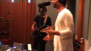"Jamie Lidell performing ""Multiply"" on KCRW"
