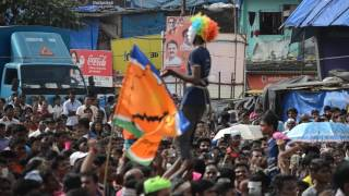 Download Video Funny dance moment at Dahi handi 2016 MP3 3GP MP4