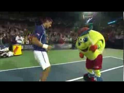 Djokovic s'amuse sur le court central de Montréal