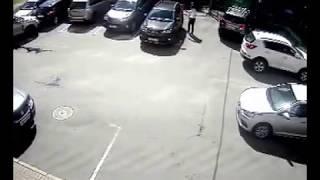 видео Повреждение автомобиля дверью