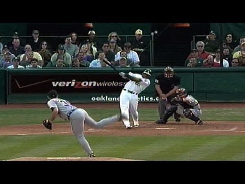 2006 ALCS Gm2: Milton Bradley homers from both sides