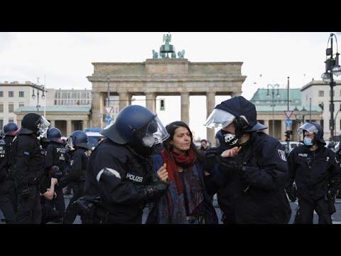 شاهد: اشتباكات بين الشرطة ومتظاهرين ضد إغلاقات كورونا في ألمانيا …  - نشر قبل 6 ساعة