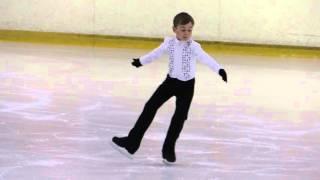 Глеб Бакшаев 7 лет .  3 юношеский разряд ,  фигурное катание .