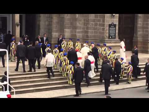 Pope Francis arrives at Manila Cathedral