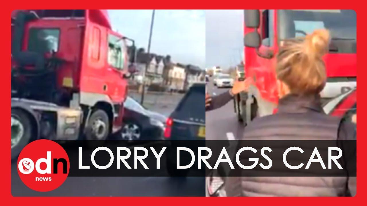 Ellie Goulding First On Scene As Lorry Drags Car Down Motorway