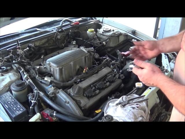 Фото к видео: Самостоятельная замена прокладок клапанных крышек VQ30DE.