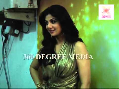 Hot Sexy Shilpa Shetty poses in a golden gown on the set of Nach Baliye  Season 5
