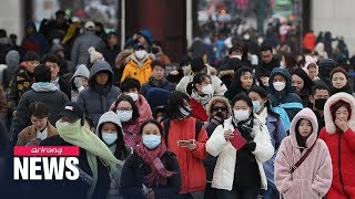 Moon demands thorough check-up on all people entering S. Korea from Wuhan as coronavirus spreads
