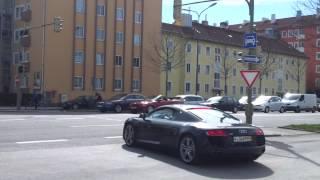 Audi R8 vs. Motorbike