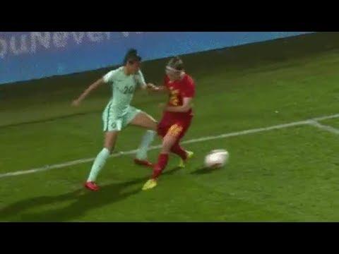 ¡Espectacular! La jugadora Jessica Silva se inventa el regate del año ◉ AMAZING ◉ 2018