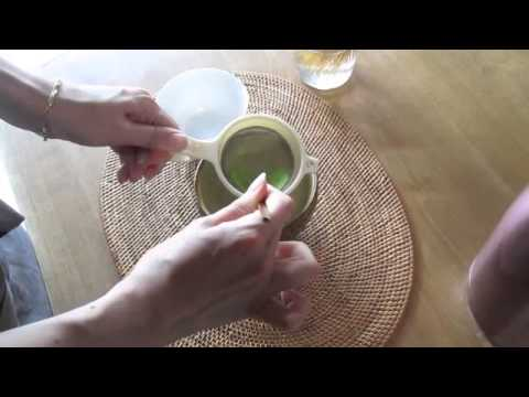 Une préparation du bon thé matcha.