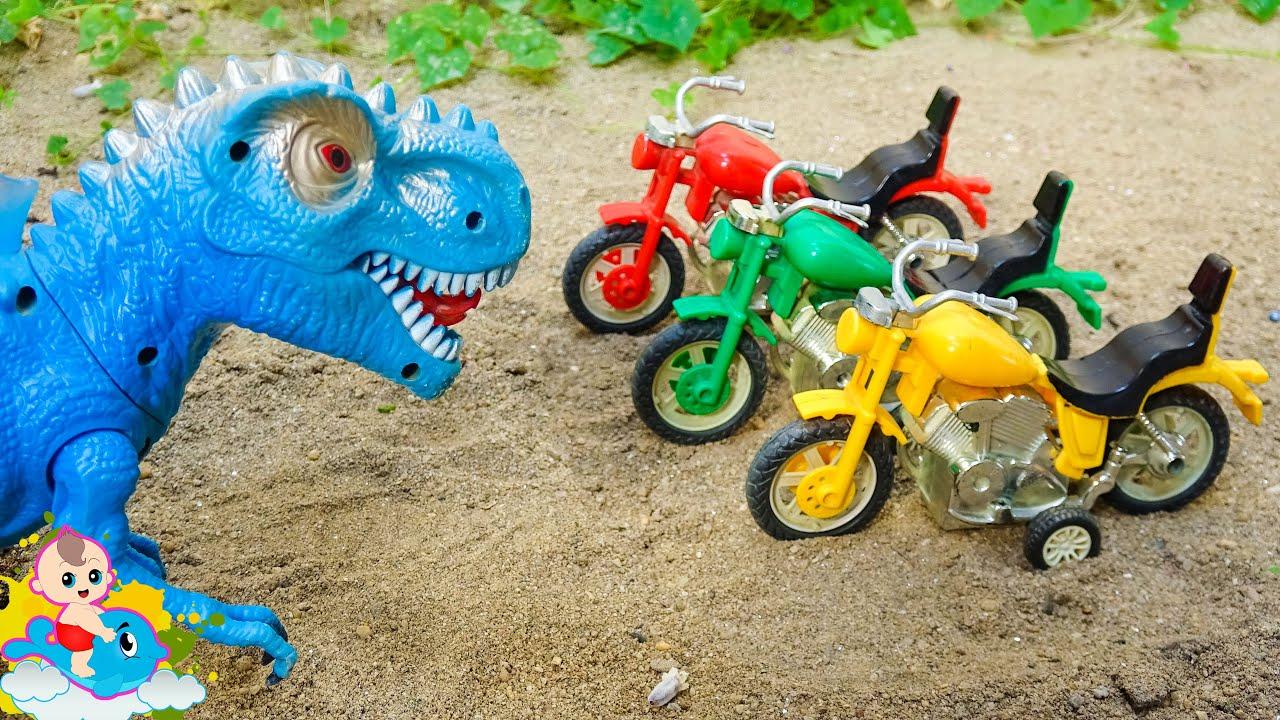Khủng long thông minh biết trả ơn các xe ô tô đồ chơi | Bé Cá Đồ Chơi