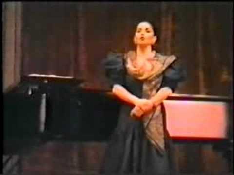 Teresa BERGANZA sings *El tra la lá y el punteado*