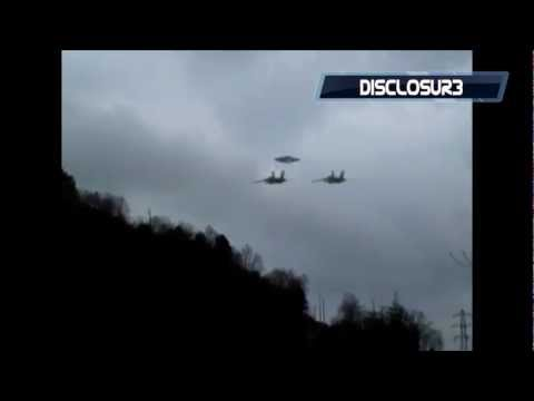 CHECK THIS OUT! Fighter Jets Escort Flying Saucer - AUG 14TH, 2011 *HD*