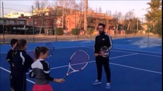 Sesión de tenis para niños de nivel intermedio