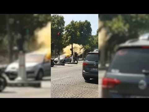 Champs-Élysées: les images du véhicule prenant feu après avoir percuté un fourgon de gendarmerie