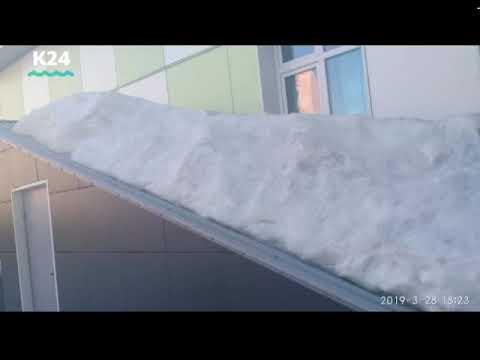Дворник погиб при уборке снега в детском саду Барнаула