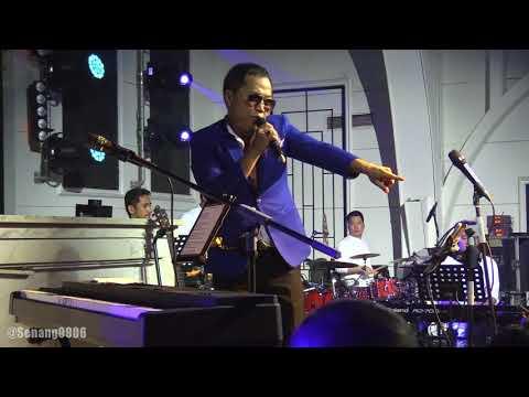 Sandhy Sondoro (Trio Lestari) - Malam Biru @ Empirica Club [HD]