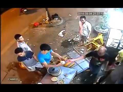 2014/08/04: Foreigner injured in restaurant fight.
