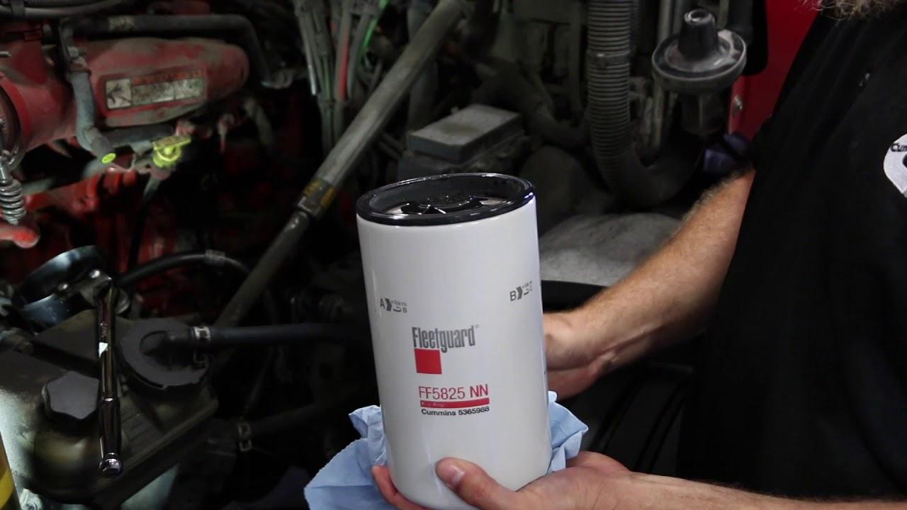 Cambio del Filtro Fleetguard de Combustible FF5825NN