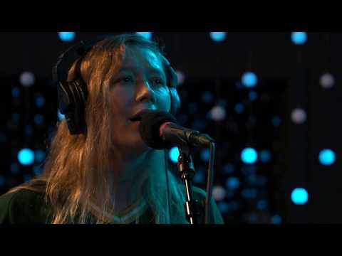 Julia Jacklin - Don't Know How To Keep Loving You (Live on KEXP)