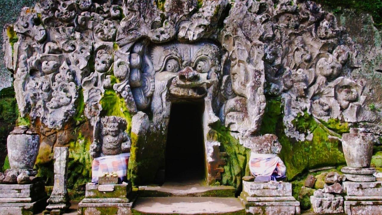 1200px-Uluwatu_Temple Bali Temple