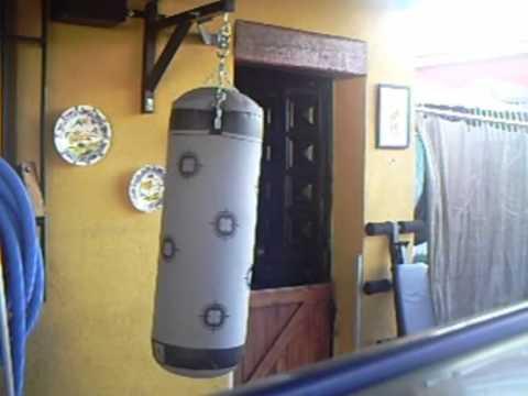 yo con mi saco de boxeo.