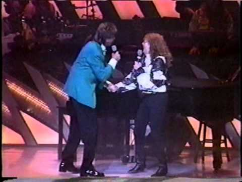 Mom sings with Barry Manilow 10-13-1995