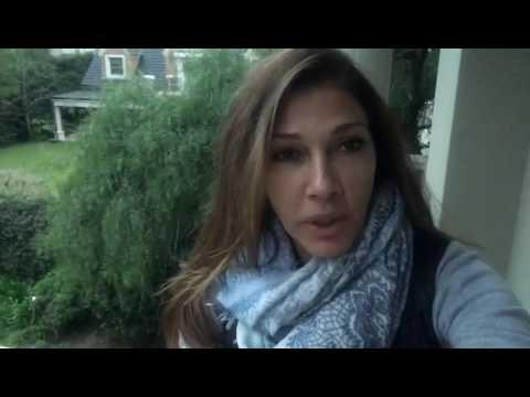 A Cathy Fulop le robaron un bolso con bombachas y grabó un insólito video para pedir que las devuelvan