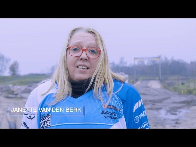 """Motorcross voor vrouwen - Janette: """"Dit is gewoon kicken, zo wil ik ook kunnen motorrijden!"""""""