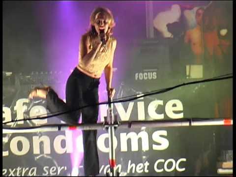 Kylie Minogue in de Reguliersdwarsstraat - Amsterdam gaypride 2000