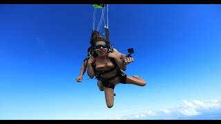 Порнозвезда Ангелина Дорошенкова прыгнула с парашютом полностью обнаженной