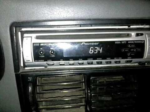 Ajustes de hora e frequência do som Pioneer DEH 2880