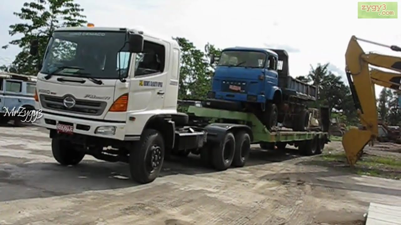 Hino Fm320ti And Tadano Crane Moving Lifting Unloading