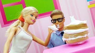 Кулинарный батл: Барби VS Тереза. Игры в куклы
