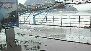 Шторм в Крыму- Гурзуфе 27 января 2012(Так ещё у нас не штормило., 2012-01-28T05:33:47.000Z)