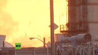 Momento de la segunda explosión en una planta petroquímica de Texas