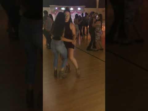 Best friend goals bailando norteñas