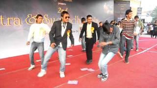 Delhiwonders : itra & Sugandhi Larkon ki Ungli pe Dance