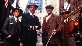 1987年アメリカ制作。監督がブライアン・デ・パルマで、ケビン・コスナ...