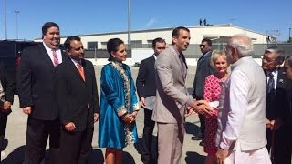Narendra Modi in Silicon Valley Get warm welcome at Airport