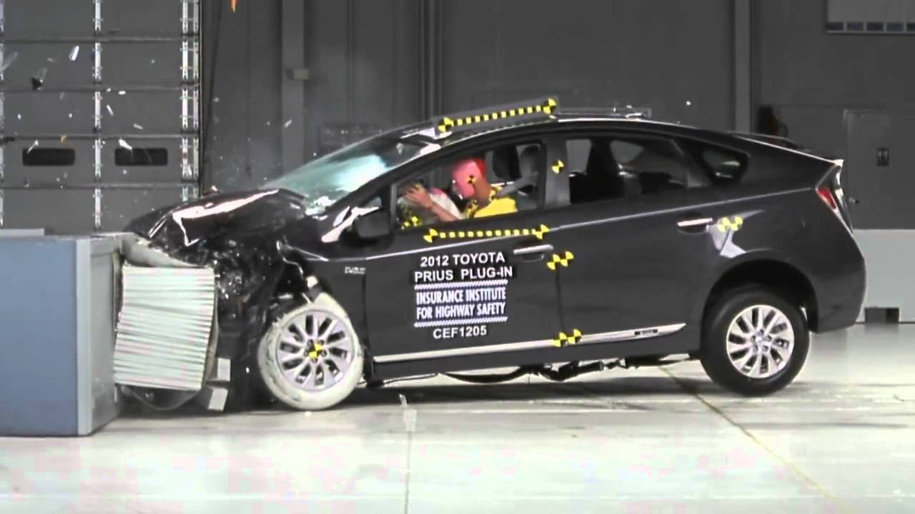 CRASH TEST IIHS: 2012 Toyota Prius Moderate Overlap Test (Overall evaluation: Good) - YouTube