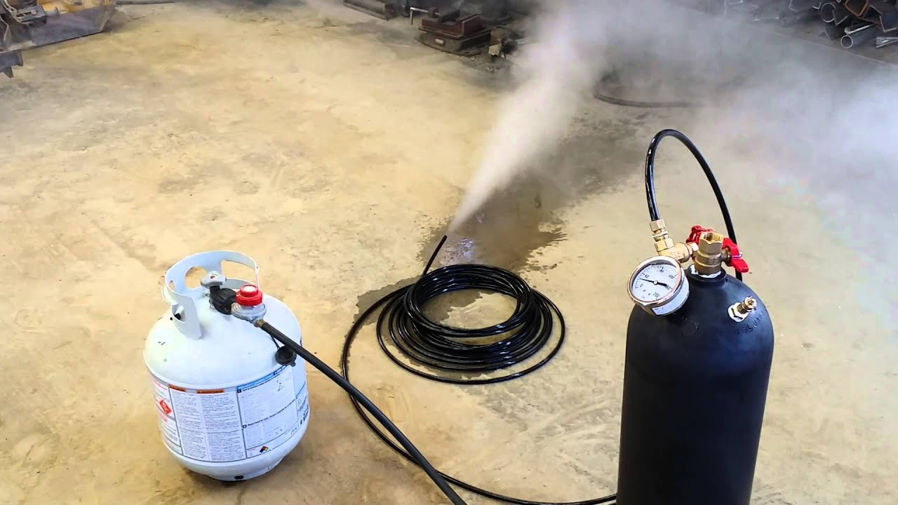 Thawing frozen pipes with steam - YouTube