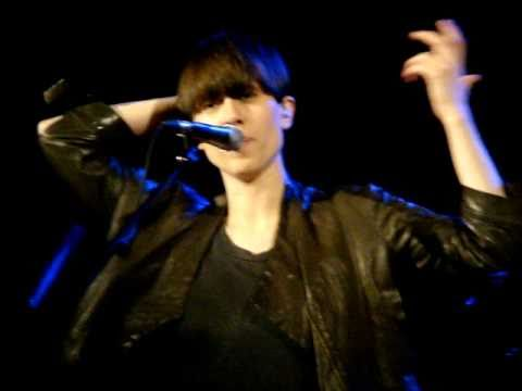 Tegan and Sara Talking About Justin Bieber Hair - Malkin Bowl in Vancouver, 09-24-2010